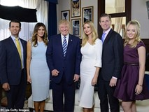 Người hâm mộ nín thở chờ đợi Tổng thống Trump mang cả gia đình đẹp hơn hoa đến gặp Hoàng gia Anh, Công nương Kate chứng minh có thể