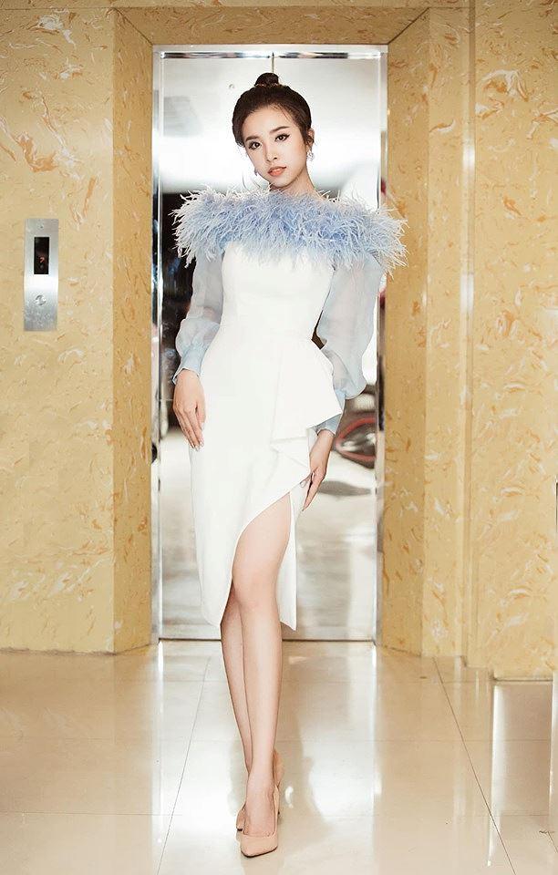 Á hậu Thuỳ Dung khiến fans xúyt xoa với loạt ảnh bikini nóng bỏng trên biển-6