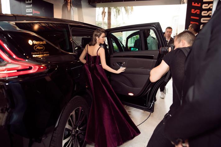 """Lý Nhã Kỳ khẳng định: Lựa chọn trang phục ở Cannes là cách nhận biết ngôi sao và khán giả vô danh""""-3"""