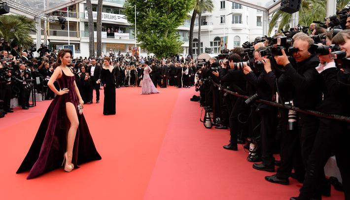 """Lý Nhã Kỳ khẳng định: Lựa chọn trang phục ở Cannes là cách nhận biết ngôi sao và khán giả vô danh""""-2"""