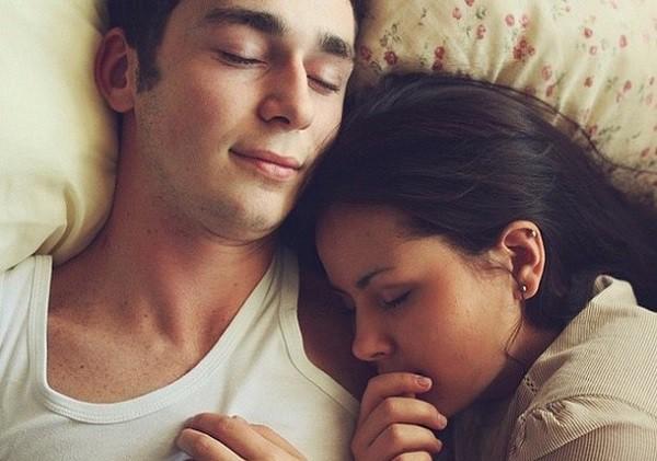 Nửa đêm tỉnh giấc, tôi bật ngửa la lớn vì thấy dấu vết trên lưng chồng-2
