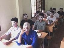 Giải đề quá căng thẳng, các nam sinh lớp học này đắp mặt nạ để xả stress