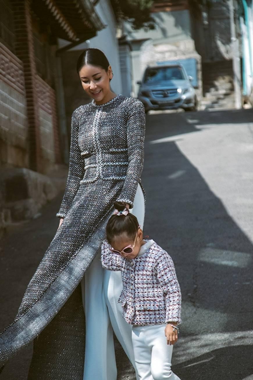 Hoa hậu Hà Kiều Anh diện áo dài khoe dáng giữa phố cổ Hàn Quốc-1