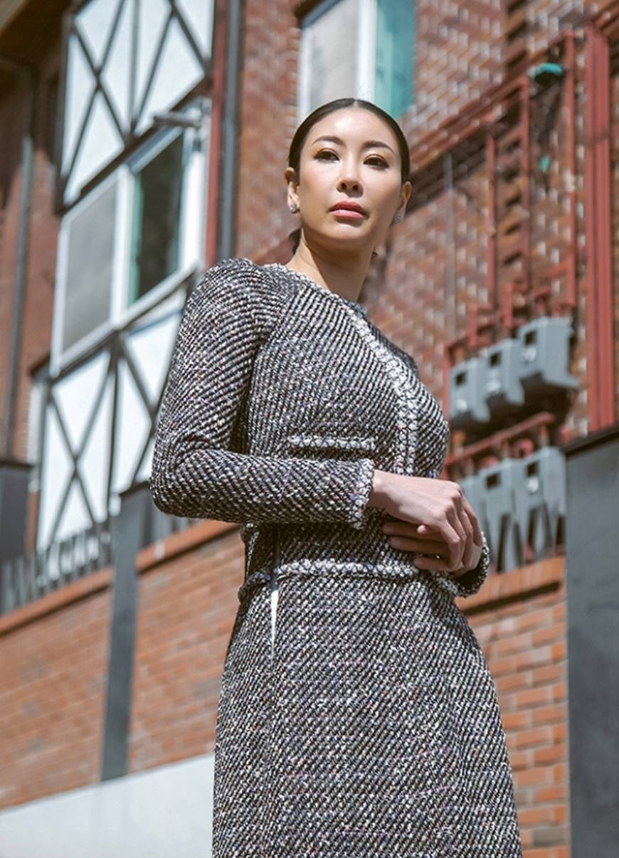 Hoa hậu Hà Kiều Anh diện áo dài khoe dáng giữa phố cổ Hàn Quốc-3