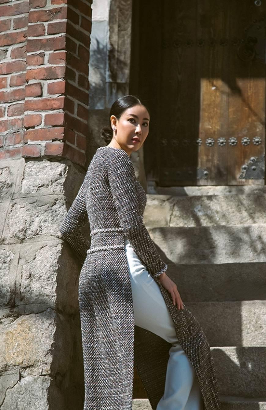 Hoa hậu Hà Kiều Anh diện áo dài khoe dáng giữa phố cổ Hàn Quốc-4
