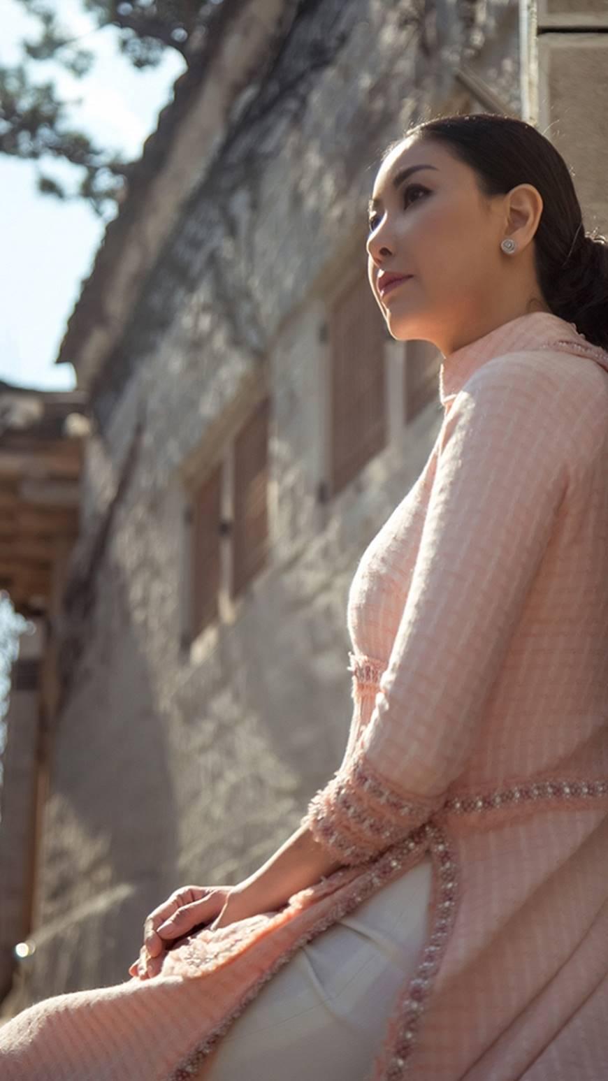 Hoa hậu Hà Kiều Anh diện áo dài khoe dáng giữa phố cổ Hàn Quốc-5