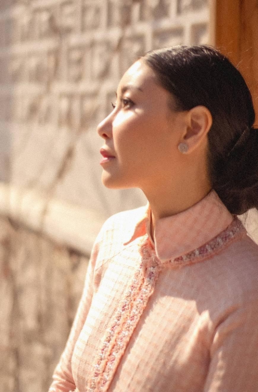 Hoa hậu Hà Kiều Anh diện áo dài khoe dáng giữa phố cổ Hàn Quốc-6