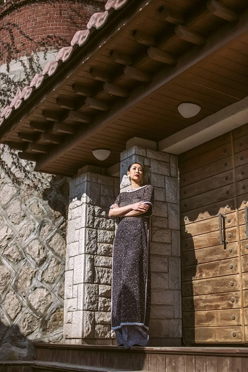 Hoa hậu Hà Kiều Anh diện áo dài khoe dáng giữa phố cổ Hàn Quốc-7