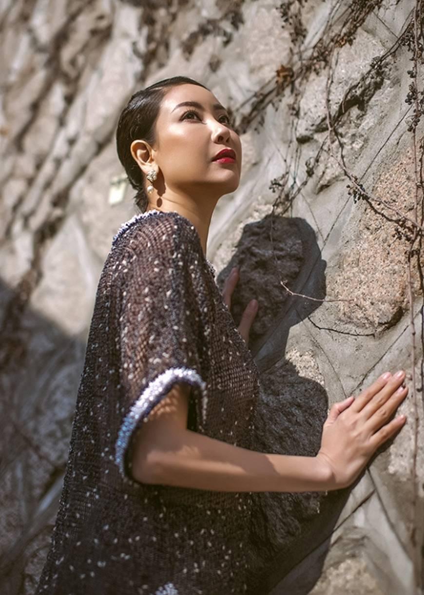 Hoa hậu Hà Kiều Anh diện áo dài khoe dáng giữa phố cổ Hàn Quốc-8