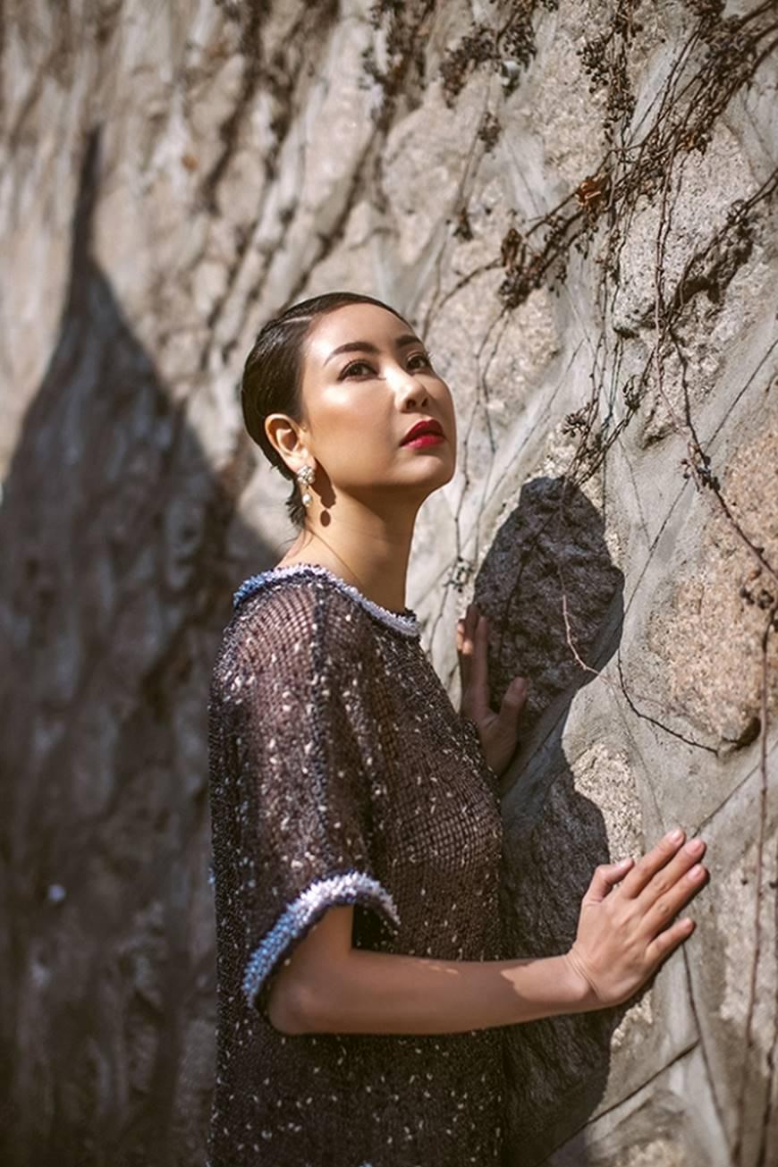 Hoa hậu Hà Kiều Anh diện áo dài khoe dáng giữa phố cổ Hàn Quốc-9