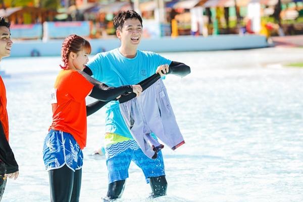 Running Man: Không thể tưởng tượng được cảnh Trấn Thành bơi đến... tụt quần, tỉnh bơ mặc lại nhưng lại là quần trái!-8