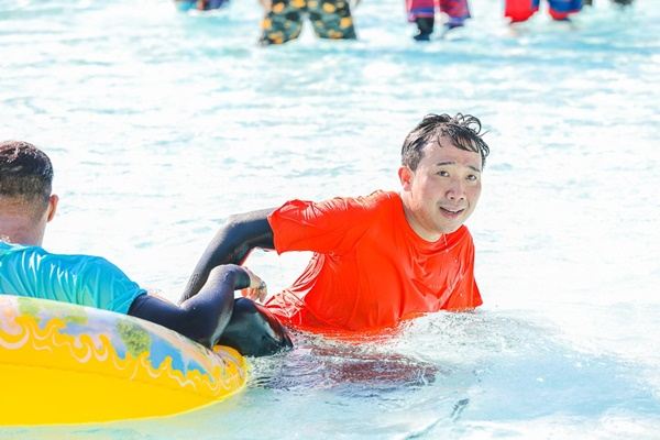 Running Man: Không thể tưởng tượng được cảnh Trấn Thành bơi đến... tụt quần, tỉnh bơ mặc lại nhưng lại là quần trái!-9
