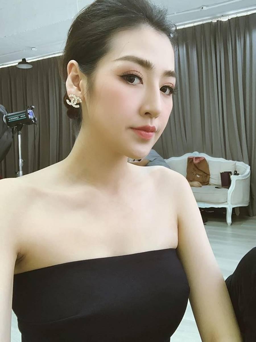 Á hậu Thuỳ Dung khoe ảnh bikini nóng bỏng và cái kết bất ngờ khiến fans té ghế-12