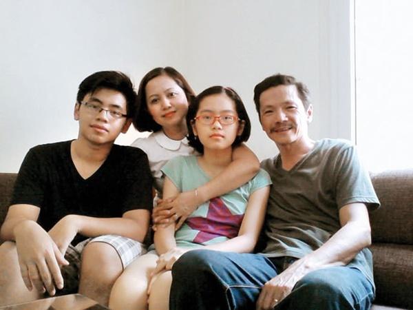 Ông Sơn Về nhà đi con bất ngờ tiết lộ còn có một người vợ và một cô con gái được giấu kín-4