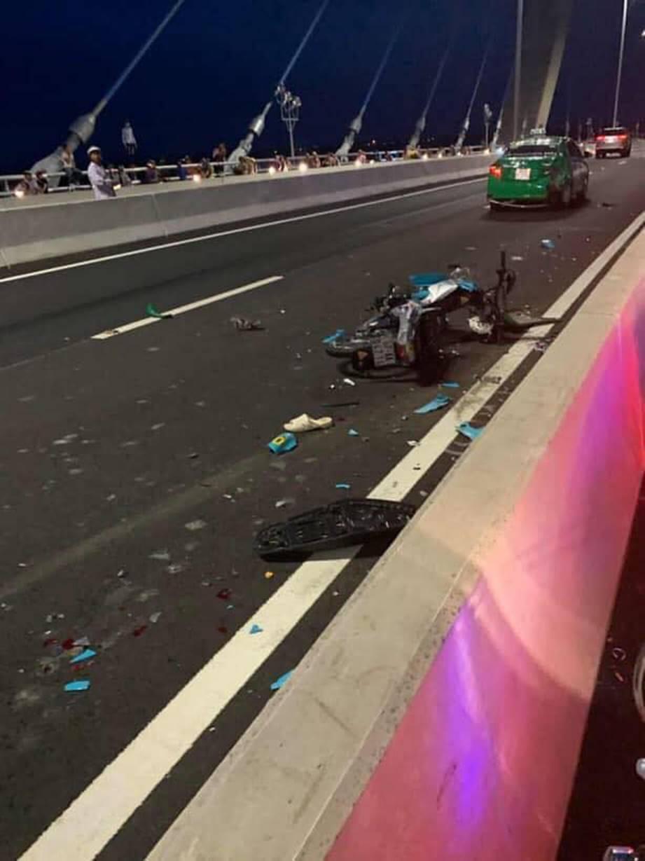 Đăng ảnh trên cầu cùng dòng chia sẻ ẩn ý, thanh niên chạy vào làn ô tô gây tai nạn kinh hoàng-3