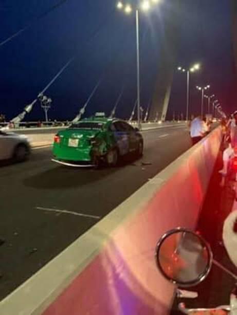 Đăng ảnh trên cầu cùng dòng chia sẻ ẩn ý, thanh niên chạy vào làn ô tô gây tai nạn kinh hoàng-4
