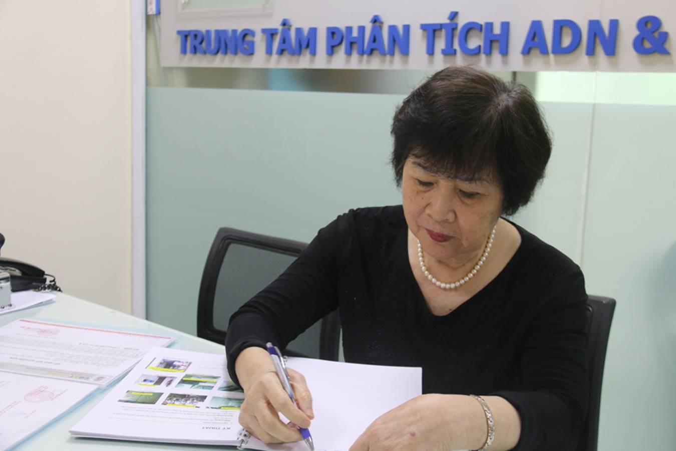 Cụ ông 70 tuổi bay từ Sài Gòn ra Hà Nội cùng 3 mẫu xét nghiệm ADN-1