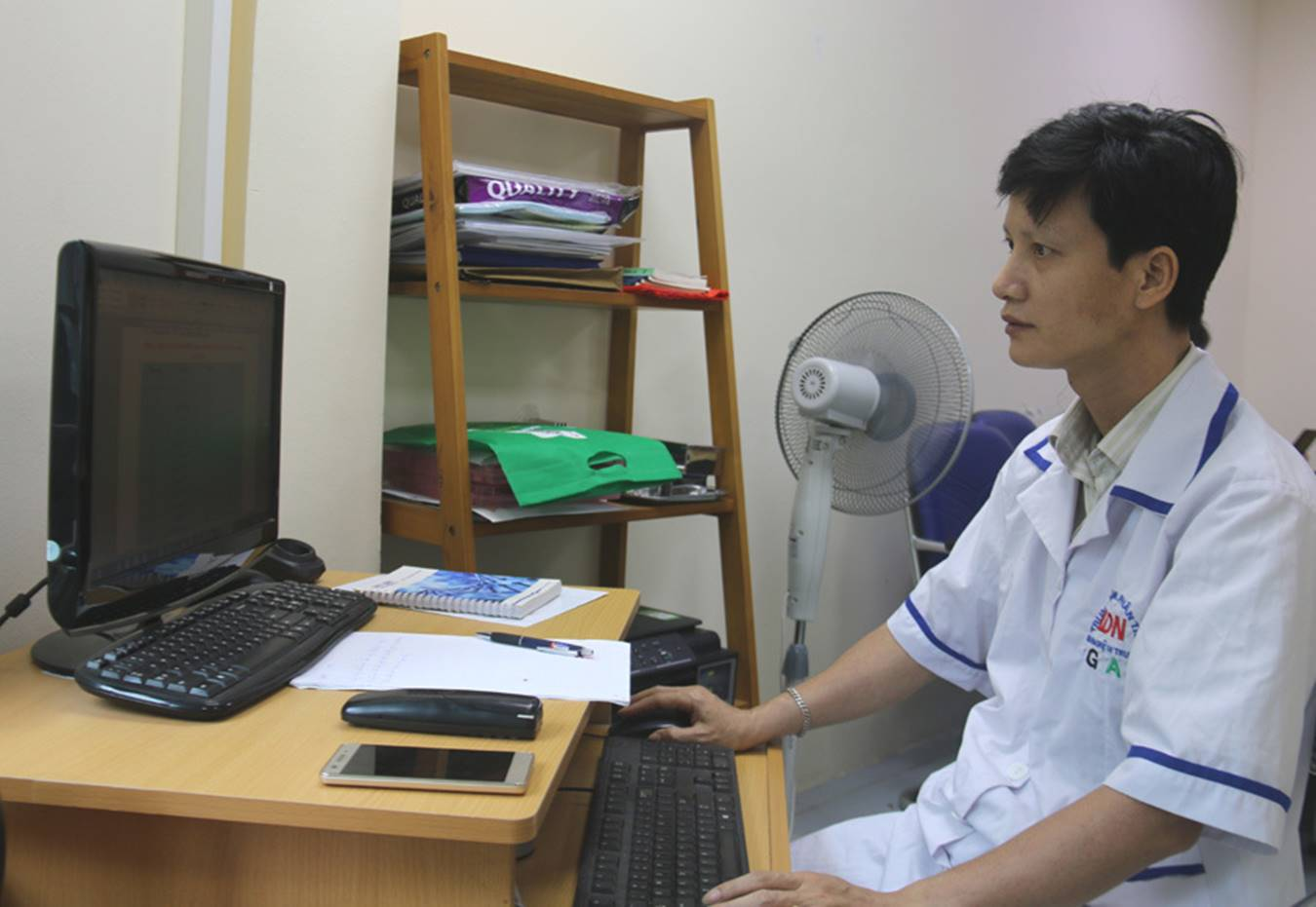 Cụ ông 70 tuổi bay từ Sài Gòn ra Hà Nội cùng 3 mẫu xét nghiệm ADN-2