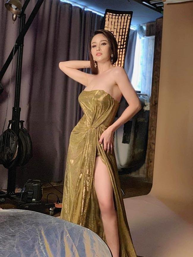 Chia tay các cầu thủ nổi tiếng nhất tuyển Việt Nam, 3 người đẹp sexy sống thế nào?-5