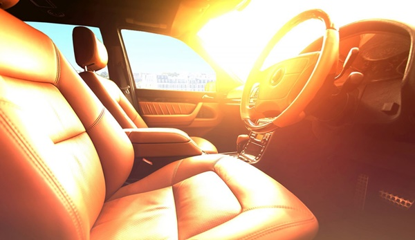 """Đỗ xe giữa trời nắng nóng, ô tô thiệt hại kinh khủng"""" thế nào?-1"""