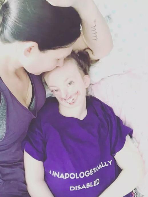 Bé gái từng bị miệt thị công khai vì diện mạo khiếm khuyết gây xúc động MXH, trút hơi thở cuối cùng ở tuổi lên 10-3