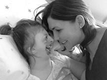 Bé gái từng bị miệt thị công khai vì diện mạo khiếm khuyết gây xúc động MXH, trút hơi thở cuối cùng ở tuổi lên 10