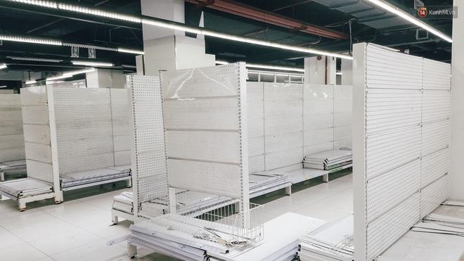 Siêu thị Auchan những ngày cuối cùng ở Việt Nam: Hàng hoá được gom lại một chỗ, không còn cảnh chen lấn-11