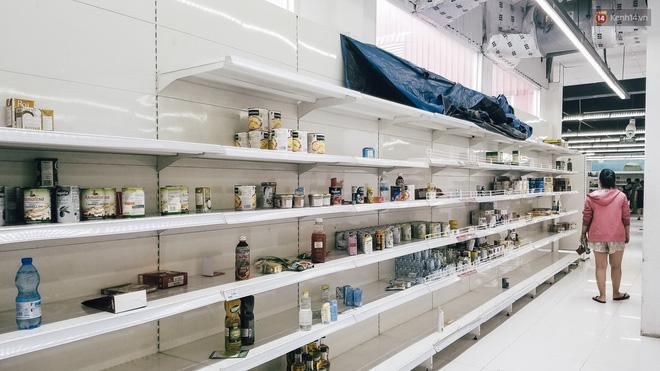 Siêu thị Auchan những ngày cuối cùng ở Việt Nam: Hàng hoá được gom lại một chỗ, không còn cảnh chen lấn-7