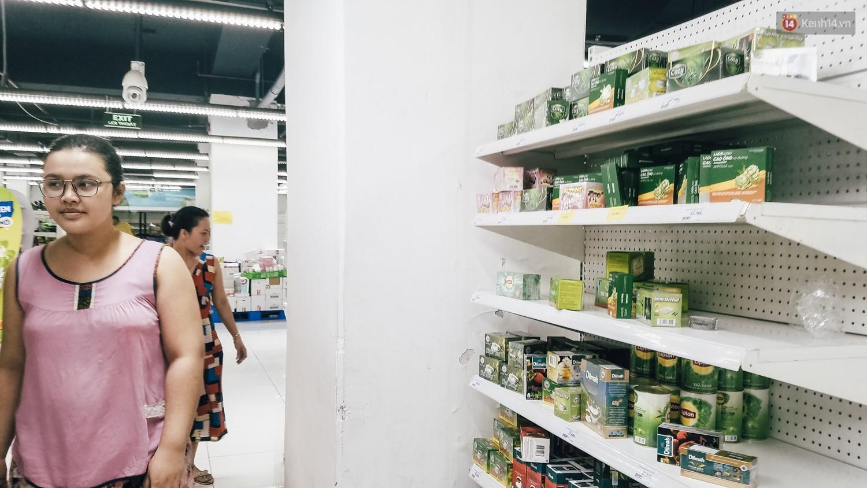 Siêu thị Auchan những ngày cuối cùng ở Việt Nam: Hàng hoá được gom lại một chỗ, không còn cảnh chen lấn-8