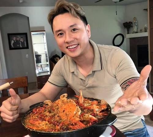 Hóa ra showbiz Việt có một soái ca đẹp trai, hát hay lại còn nấu ăn như siêu đầu bếp-6