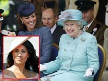 Không chỉ khiến chị dâu Kate khóc sau khi thăm bé Archie, Meghan còn gây choáng váng khi cấm Nữ hoàng Anh cùng mọi người phạm phải quy tắc do mình đề ra