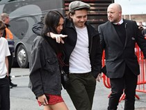 Cậu cả nhà David Beckham ôm hôn bạn gái nồng nhiệt sau nghi vấn mâu thuẫn tại Cannes 2019
