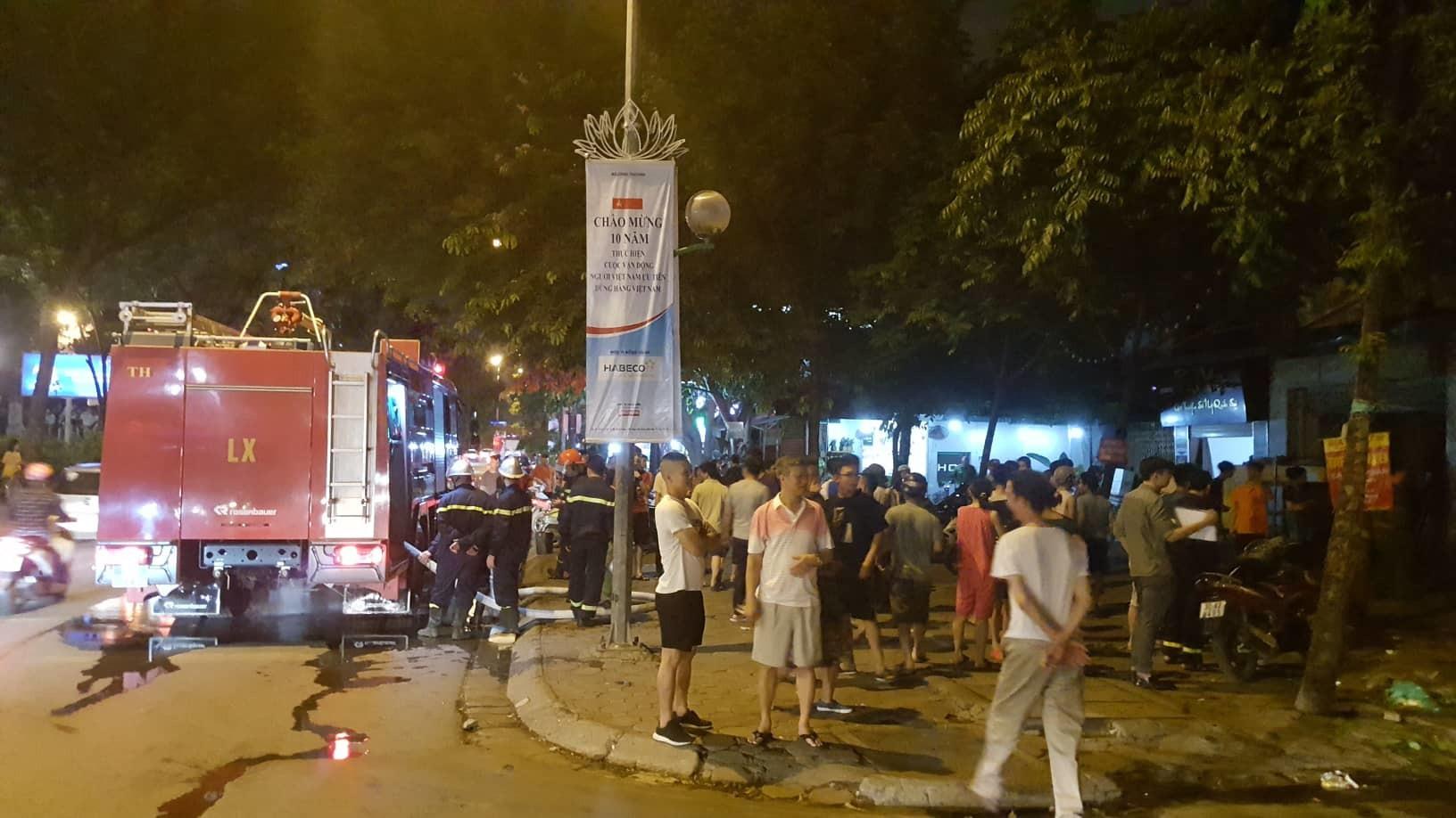 Hà Nội: Cháy quán bia hơi Hải Xồm, khách bỏ chạy tán loạn-4