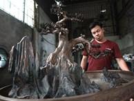 Độc đáo tùng bonsai nặng 70kg đúc bằng đồng đỏ duy nhất ở Việt Nam