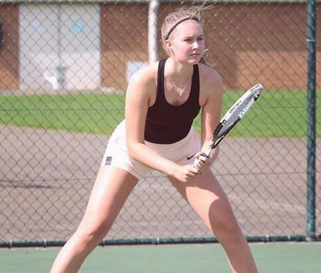 """Xuất hiện nữ thần"""" tennis 17 tuổi 1m85 đẹp như hoa hậu: Tiếc nuối Roland Garros-2"""