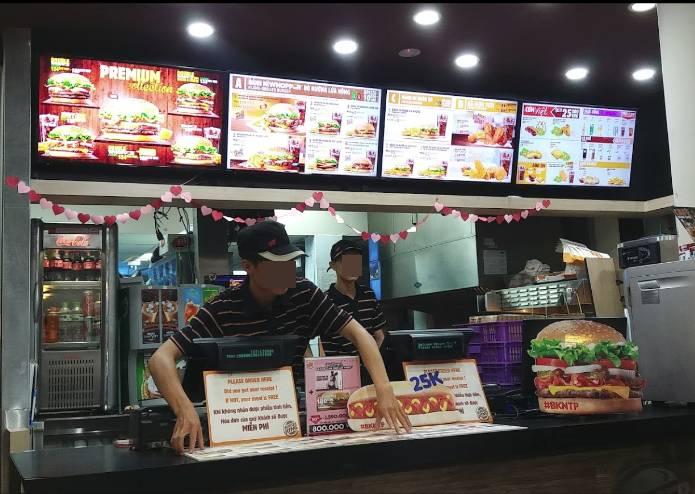 Tiệm đồ ăn nhanh nổi tiếng bị hàng nghìn người đồng loạt đánh giá 1 sao vì phân biệt đối xử với tài xế công nghệ-2