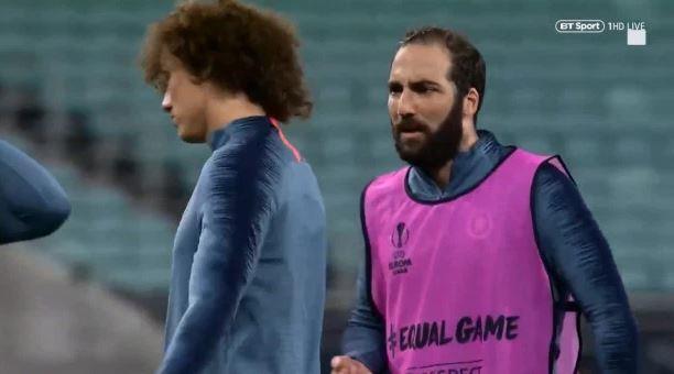 Higuain và David Luiz cãi nhau, HLV Sarri bỏ buổi tập trước chung kết-2