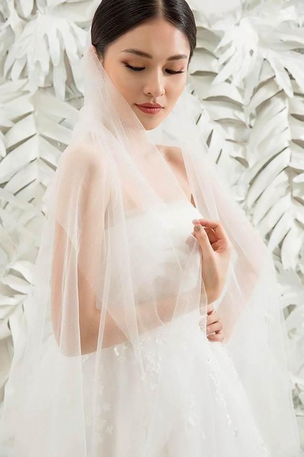 Sau khi công khai bạn trai, Á hậu Thuỳ Dung gợi cảm với váy cưới xuyên thấu-12