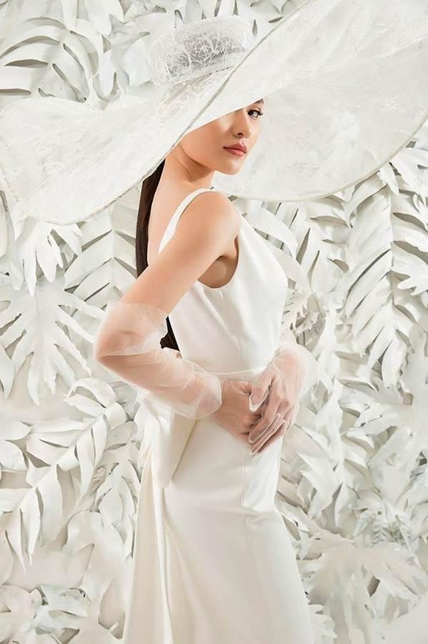 Sau khi công khai bạn trai, Á hậu Thuỳ Dung gợi cảm với váy cưới xuyên thấu-6