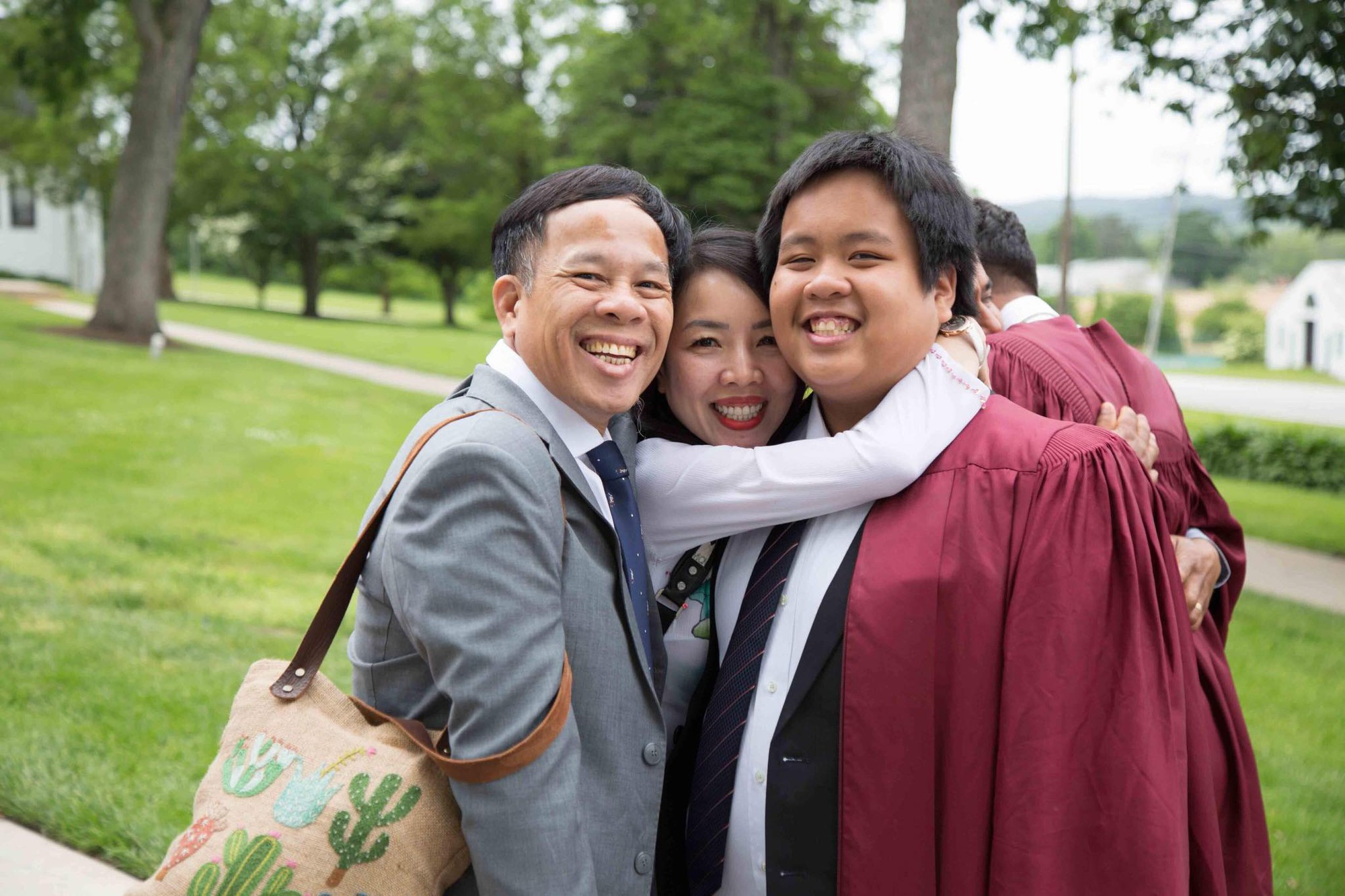 Chia sẻ xúc động của bố thần đồng Đỗ Nhật Nam trong ngày con trai tốt nghiệp THPT: Giây phút ấy thiêng liêng hơn tất thảy tiền tài và danh vọng-1