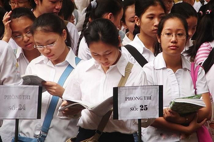 2 giáo viên khiến 6400 thí sinh phải thi lại được công an cách ly và bảo vệ.3
