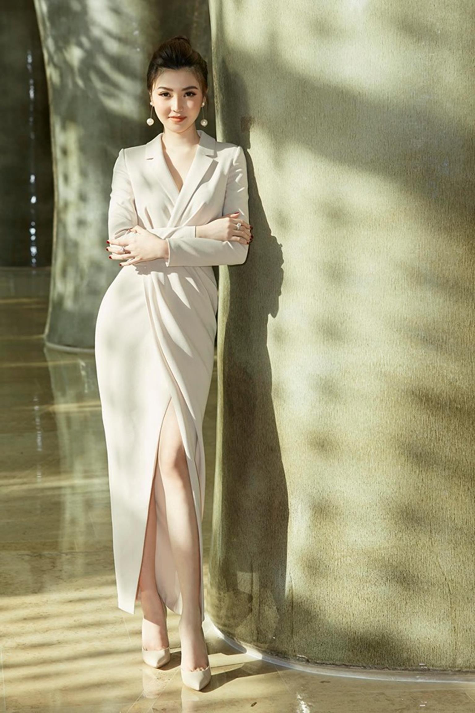 Mỹ nữ Vũng Tàu đi xe 70 tỷ mặc đồ thanh lịch thu hút mọi ánh nhìn-2