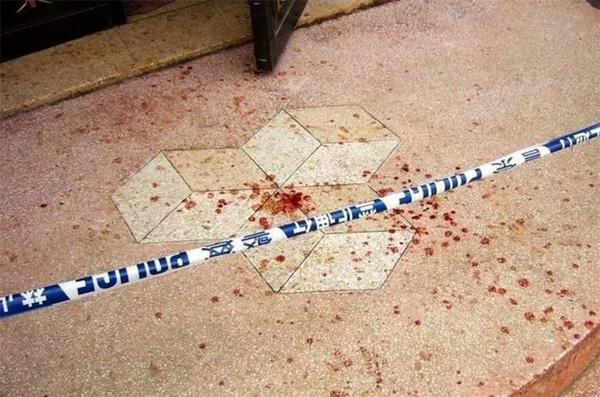 Bố vừa qua đời, con trai cầm dao đâm chết 2 mẹ con dì ghẻ ngay tại bệnh viện-1