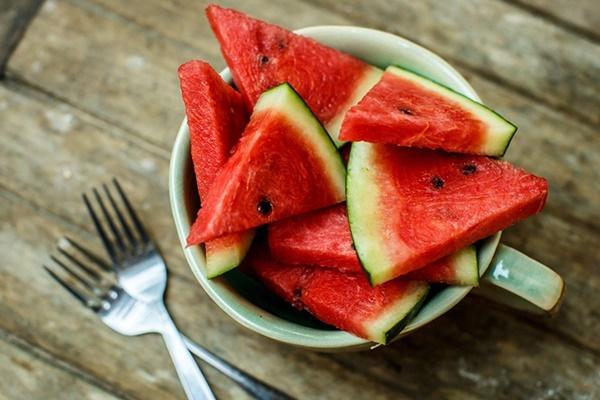 Dưa hấu giải nhiệt mùa hè quá chuẩn rồi nhưng ăn thế nào mới tốt từ trong ra ngoài thì ít ai biết-3