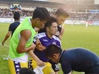 Đình Trọng bật khóc vì chấn thương, báo tin dữ cho thầy Park trước ngày hội quân dự King's Cup