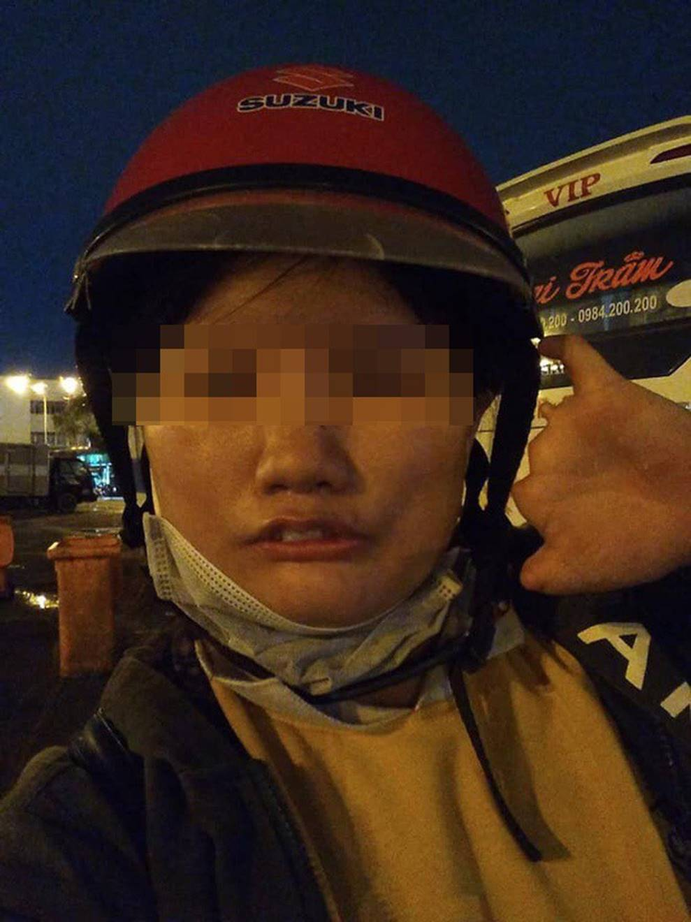 Chạy xe 1 tiếng đi ship, tới nơi bị khách bom hàng, cô gái khuyết tật livestream khóc nức nở-3