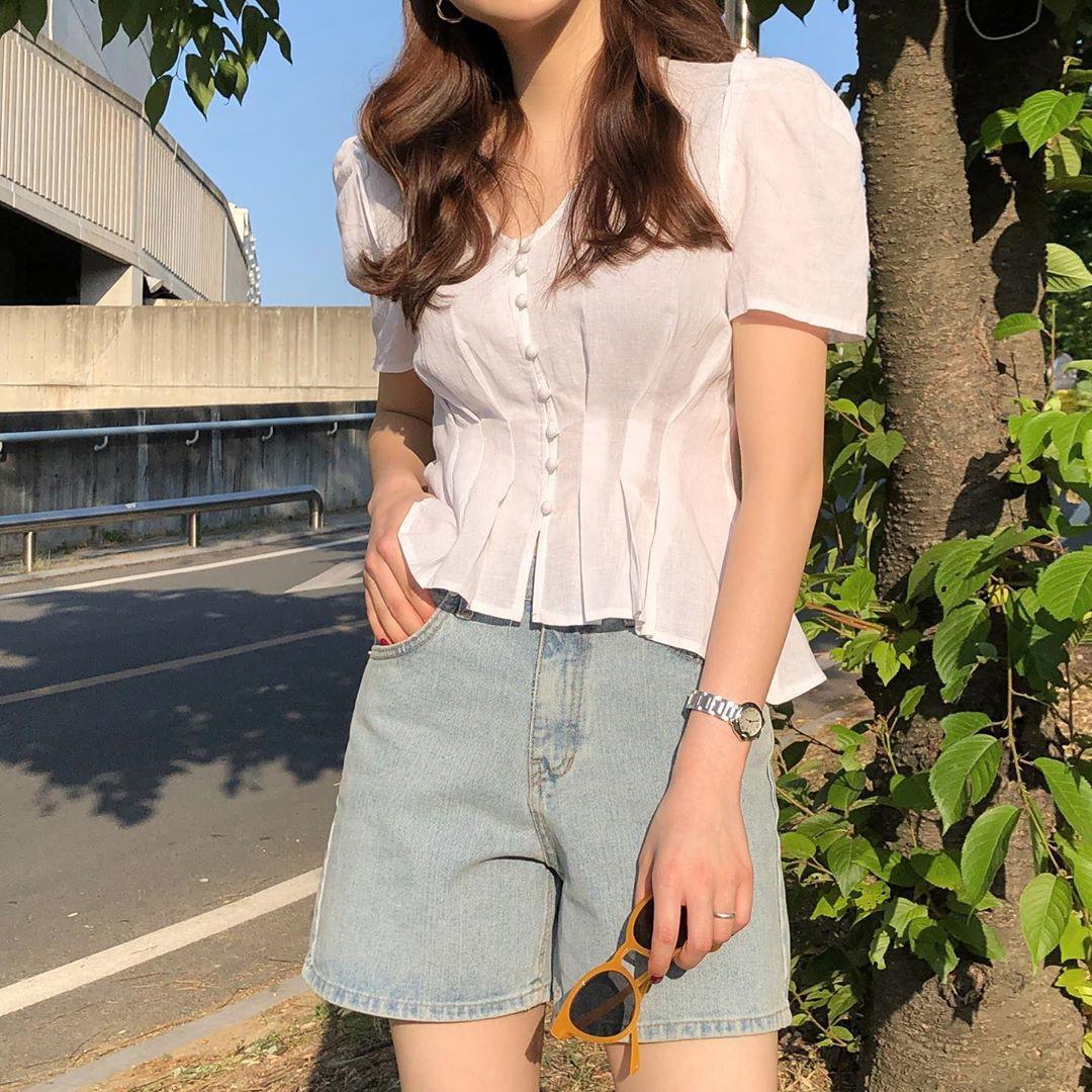 10 set đồ với áo blouse trắng dưới đây sẽ là cẩm nang mặc đẹp cho các chị em công sở suốt hè này-10