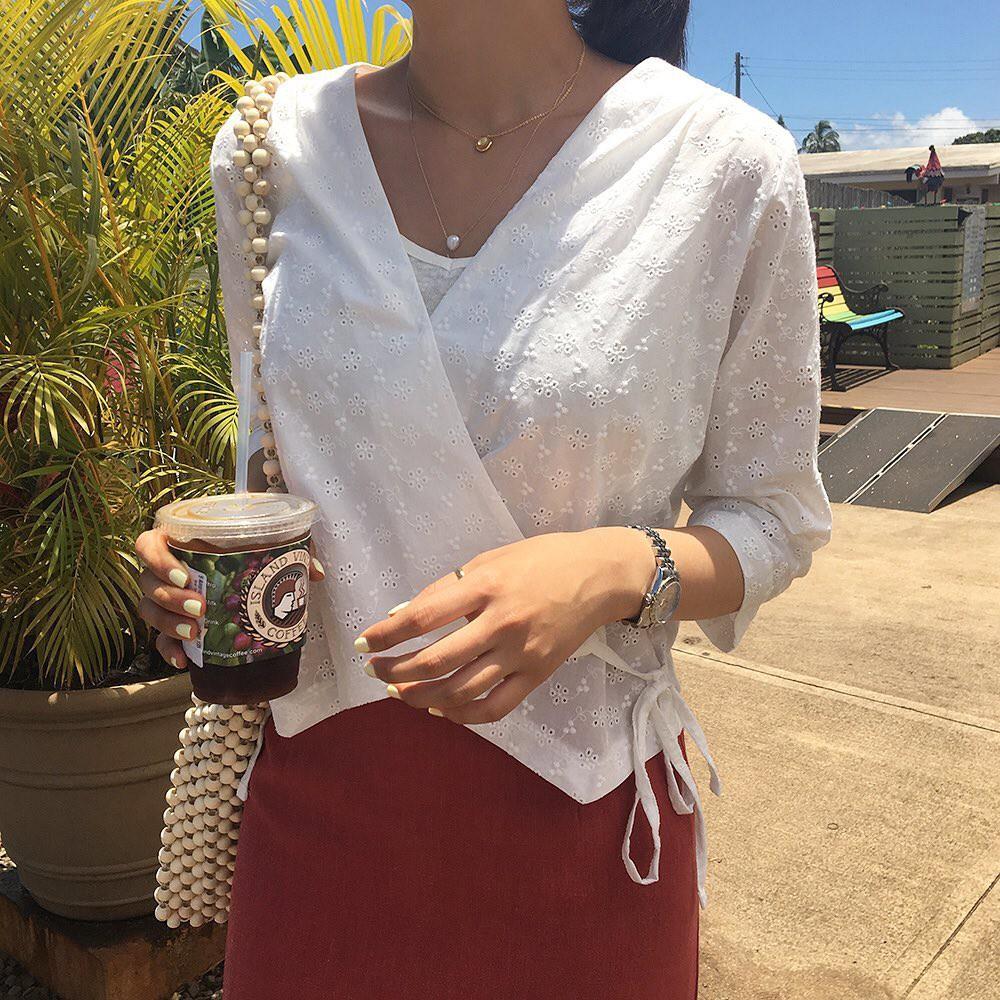 10 set đồ với áo blouse trắng dưới đây sẽ là cẩm nang mặc đẹp cho các chị em công sở suốt hè này-5
