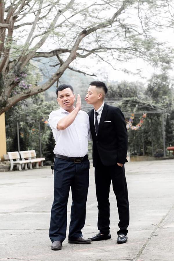 Nam sinh đòi hôn thầy Hiệu trưởng trong khi chụp kỷ yếu và cái kết không thể nào phũ phàng hơn-1