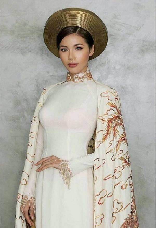 Mặc áo dài lộ nội y: Tăng Thanh Hà, Trần Tiểu Vy gây tranh cãi nhất?-9